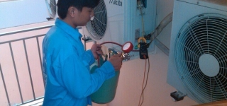 Thợ sửa máy lạnh tại dĩ an Bình Dương